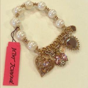 NWT 💕Betsey Johnson💕 Pearl Heart Bracelet